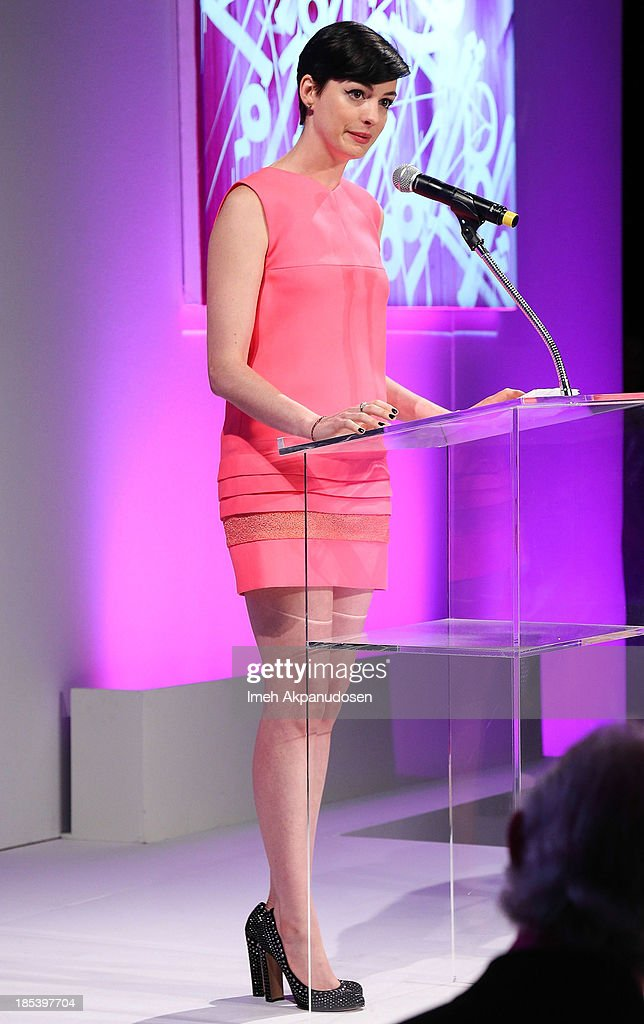 Actress <a gi-track='captionPersonalityLinkClicked' href=/galleries/search?phrase=Anne+Hathaway+-+Actress&family=editorial&specificpeople=11647173 ng-click='$event.stopPropagation()'>Anne Hathaway</a> attends FIJI Water at the 9th Annual Pink Party Benefiting The Cedars-Sinai Women's Cancer Program at