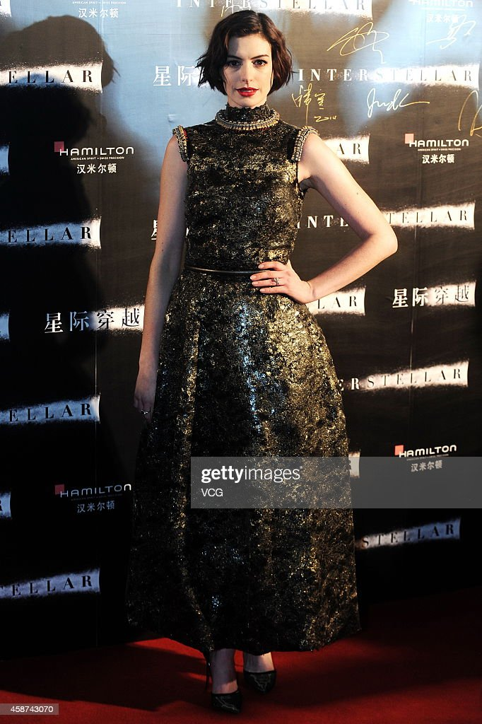 Actress <a gi-track='captionPersonalityLinkClicked' href=/galleries/search?phrase=Anne+Hathaway+-+Atriz&family=editorial&specificpeople=11647173 ng-click='$event.stopPropagation()'>Anne Hathaway</a> attends 'Interstellar' premiere at UME Cinema on November 10, 2014 in Shanghai, China.