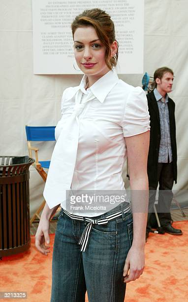 Actress Anne Hathaway attends Nickelodeon's 17th Annual Kids' Choice Awards at Pauley Pavilion on the campus of UCLA April 3 2004 in Westwood...