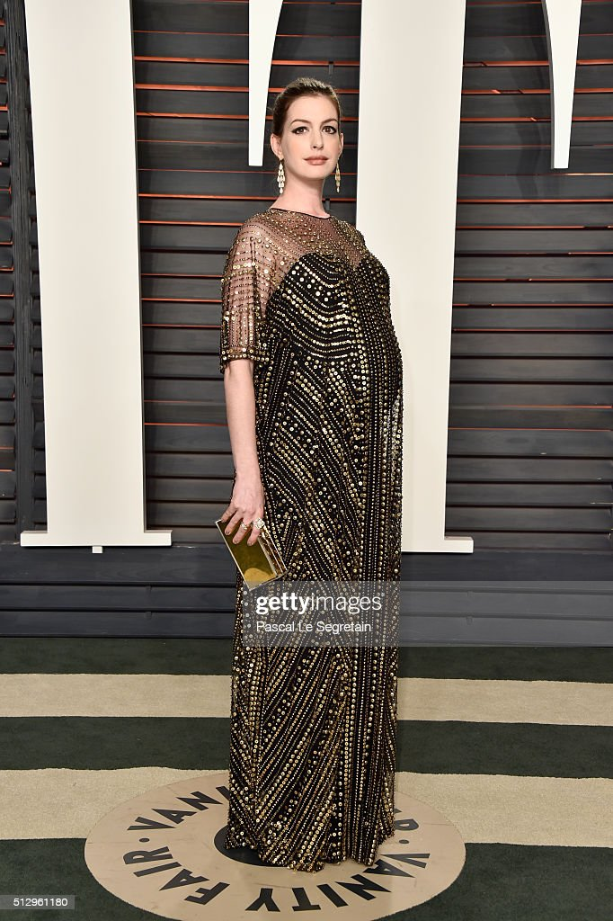Actress Anne Hathaway attends the 2016 Vanity Fair Oscar Party Hosted By Graydon Carter at the Wallis Annenberg Center for the Performing Arts on February 28, 2016 in Beverly Hills, California.