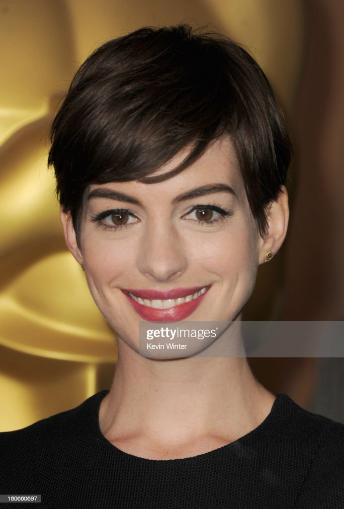 Actress <a gi-track='captionPersonalityLinkClicked' href=/galleries/search?phrase=Anne+Hathaway+-+Atriz&family=editorial&specificpeople=11647173 ng-click='$event.stopPropagation()'>Anne Hathaway</a> attends the 85th Academy Awards Nominations Luncheon at The Beverly Hilton Hotel on February 4, 2013 in Beverly Hills, California.