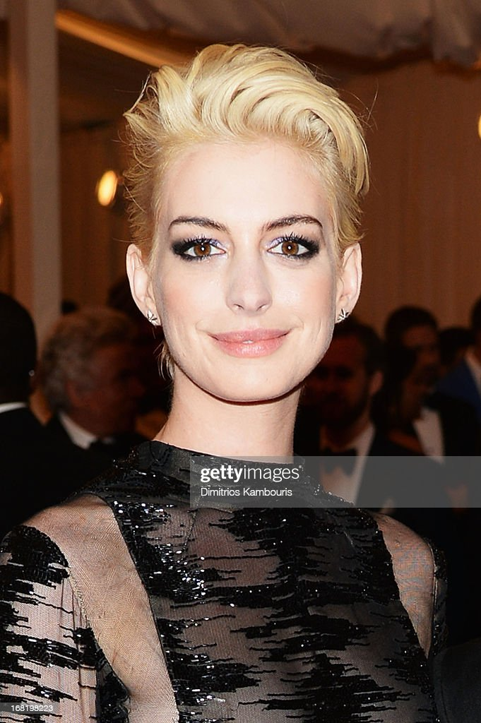 Actress <a gi-track='captionPersonalityLinkClicked' href=/galleries/search?phrase=Anne+Hathaway+-+Actrice&family=editorial&specificpeople=11647173 ng-click='$event.stopPropagation()'>Anne Hathaway</a> attends the Costume Institute Gala for the 'PUNK: Chaos to Couture' exhibition at the Metropolitan Museum of Art on May 6, 2013 in New York City.