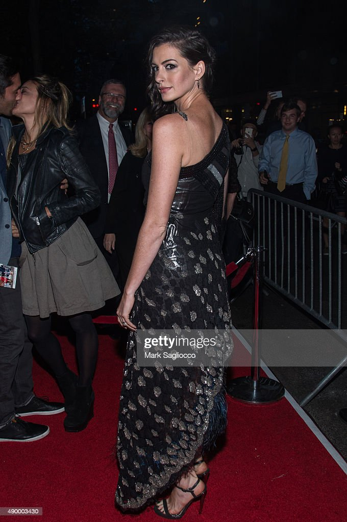 Actress <a gi-track='captionPersonalityLinkClicked' href=/galleries/search?phrase=Anne+Hathaway+-+Actriz&family=editorial&specificpeople=11647173 ng-click='$event.stopPropagation()'>Anne Hathaway</a> attends 'The Intern' New York Premiere at the Ziegfeld Theater on September 21, 2015 in New York City.