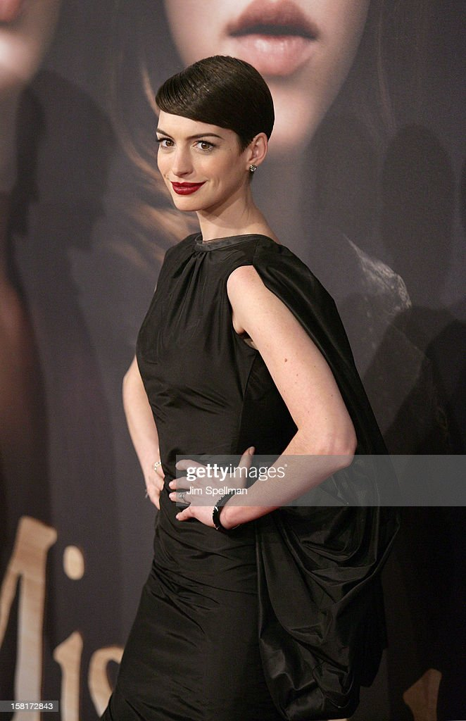 Actress <a gi-track='captionPersonalityLinkClicked' href=/galleries/search?phrase=Anne+Hathaway+-+Actress&family=editorial&specificpeople=11647173 ng-click='$event.stopPropagation()'>Anne Hathaway</a> attends the 'Les Miserables' New York premiere at Ziegfeld Theatre on December 10, 2012 in New York City.