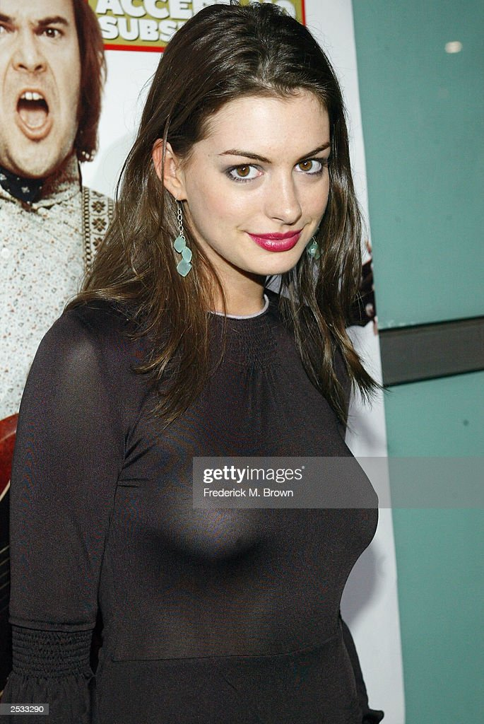 Actress <a gi-track='captionPersonalityLinkClicked' href=/galleries/search?phrase=Anne+Hathaway+-+Sk%C3%A5despelerska&family=editorial&specificpeople=11647173 ng-click='$event.stopPropagation()'>Anne Hathaway</a> attends the premiere of the movie 'School of Rock', September 24, 2003 in Hollywood, California.