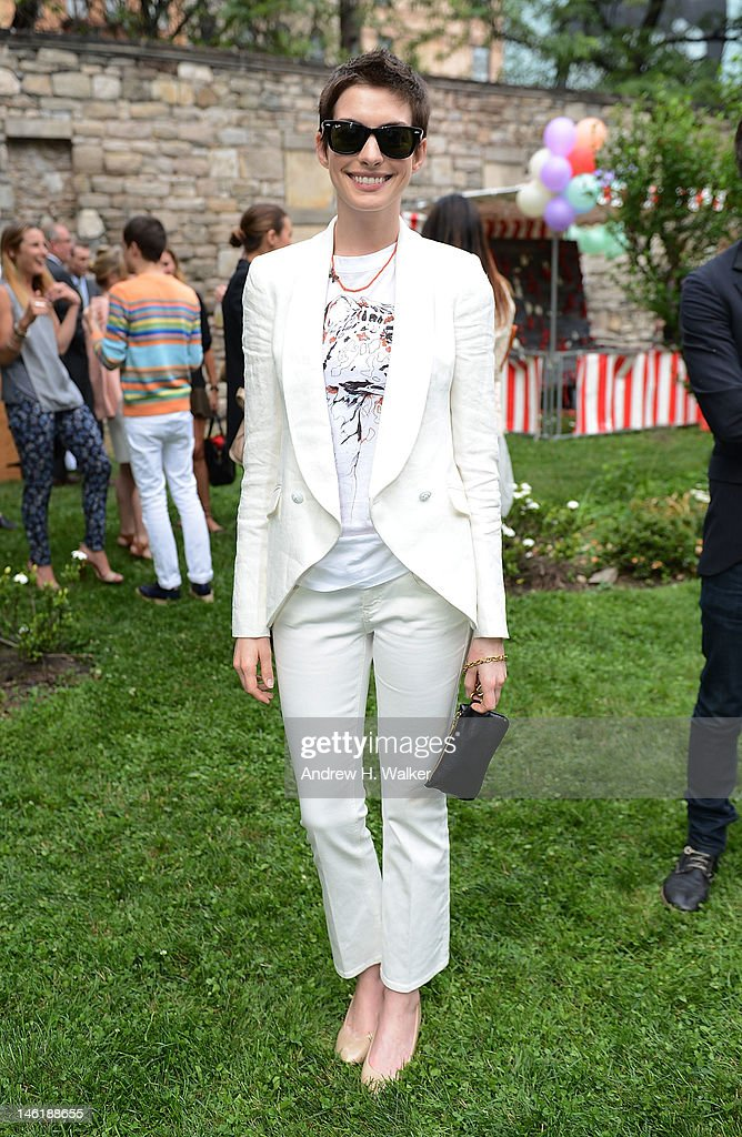 Actress <a gi-track='captionPersonalityLinkClicked' href=/galleries/search?phrase=Anne+Hathaway+-+Actress&family=editorial&specificpeople=11647173 ng-click='$event.stopPropagation()'>Anne Hathaway</a> attends the Stella McCartney Resort 2013 Presentation on June 11, 2012 in New York City.