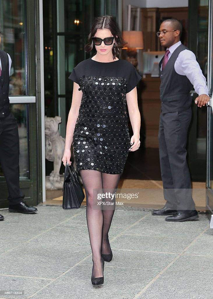 Actress <a gi-track='captionPersonalityLinkClicked' href=/galleries/search?phrase=Anne+Hathaway+-+Actriz&family=editorial&specificpeople=11647173 ng-click='$event.stopPropagation()'>Anne Hathaway</a> is seen on September 22, 2015 in New York City.