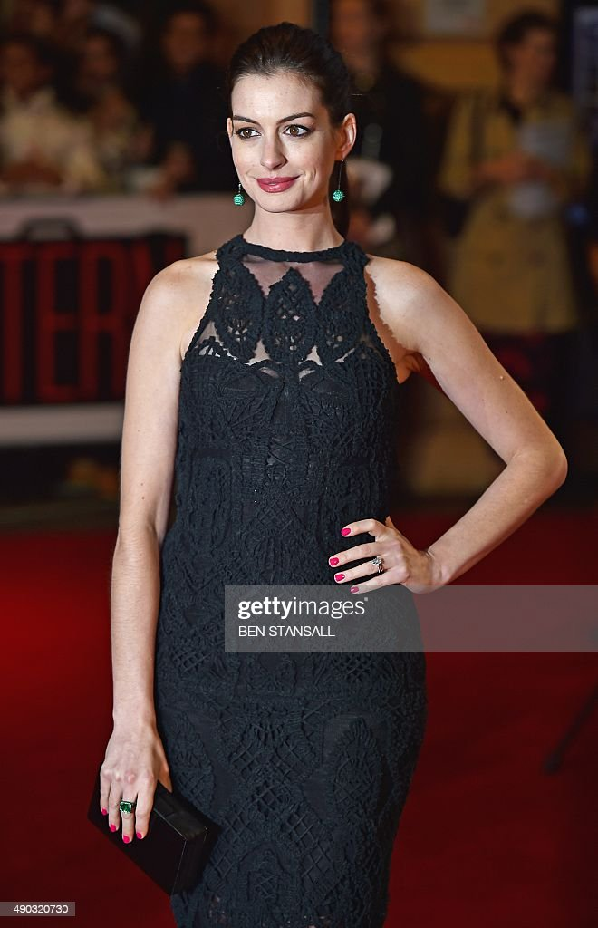 US actress <a gi-track='captionPersonalityLinkClicked' href=/galleries/search?phrase=Anne+Hathaway+-+Actriz&family=editorial&specificpeople=11647173 ng-click='$event.stopPropagation()'>Anne Hathaway</a> poses as she arrives for the European premiere of 'The Intern' on September 27, 2015 in London. AFP PHOTO / BEN STANSALL