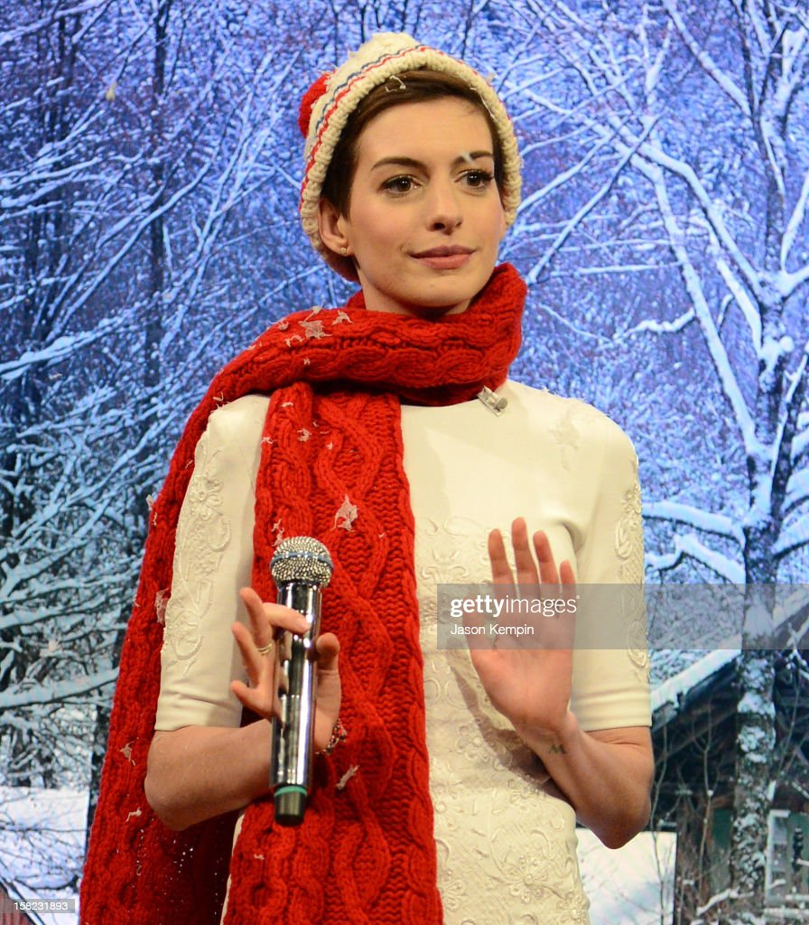 Actress Anne Hathaway visits 'Late Night With Jimmy Fallon' at Rockefeller Center on December 11, 2012 in New York City.