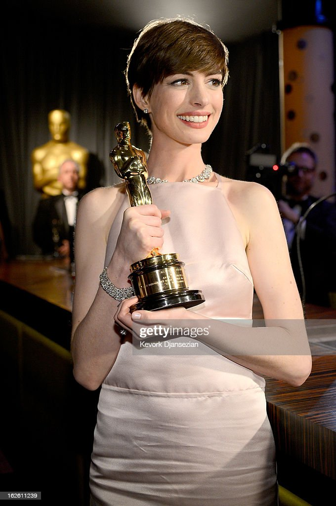 Actress <a gi-track='captionPersonalityLinkClicked' href=/galleries/search?phrase=Anne+Hathaway+-+Actress&family=editorial&specificpeople=11647173 ng-click='$event.stopPropagation()'>Anne Hathaway</a>, winner of the Best Supporting Actress award for 'Les Miserables,' attends the Oscars Governors Ball at Hollywood & Highland Center on February 24, 2013 in Hollywood, California.