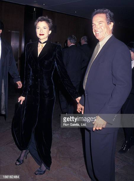 Actress Annette Bening and actor Warren Beatty attend 'An American President' New York City Premiere on November 8 1995 at Ziegfeld Theater in New...