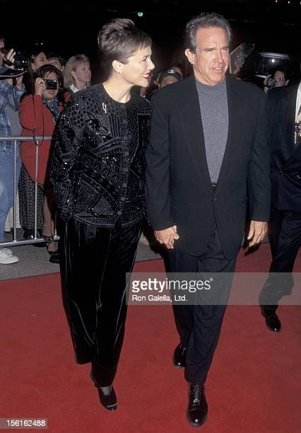 Actress Annette Bening and actor Warren Beatty attend 'An American President' Century City Premiere on November 14 1995 at Cineplex Odeon Century...