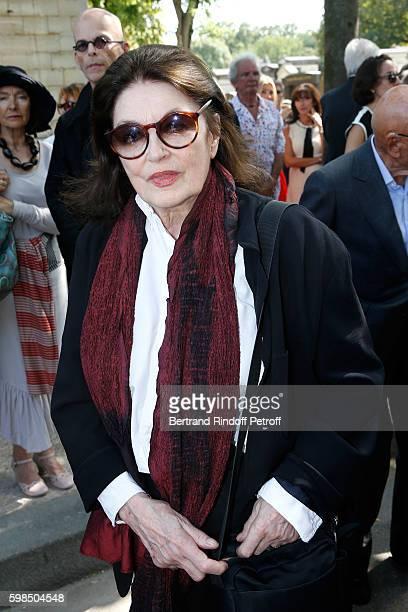 Actress Anouk Aimee attends the Designer Sonia Rykiel's Funerals at Cimetiere du Montparnasse on September 1 2016 in Paris France