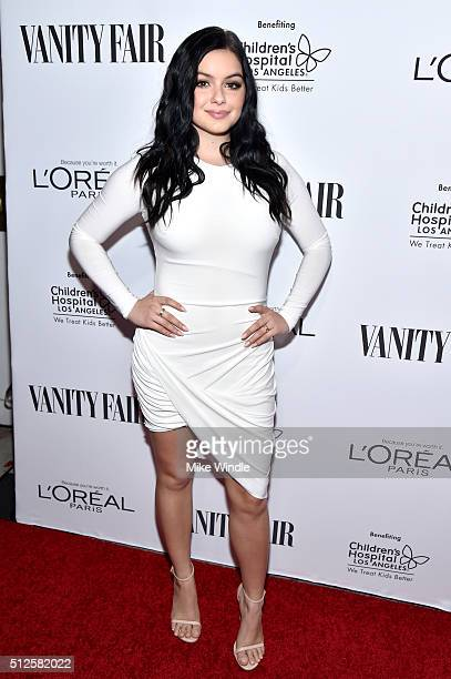 Actress Ariel Winter attends a DJ night hosted by Vanity Fair L'Oreal Paris Hailee Steinfeld at Palihouse Holloway on February 26 2016 in West...