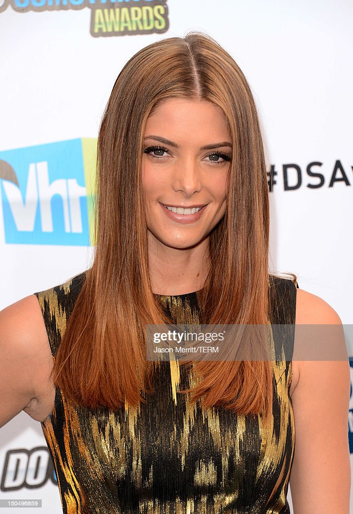 Actress <a gi-track='captionPersonalityLinkClicked' href=/galleries/search?phrase=Ashley+Greene&family=editorial&specificpeople=781552 ng-click='$event.stopPropagation()'>Ashley Greene</a> arrives at the 2012 Do Something Awards at Barker Hangar on August 19, 2012 in Santa Monica, California.