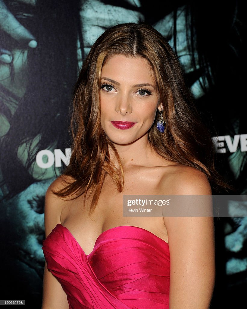 Actress <a gi-track='captionPersonalityLinkClicked' href=/galleries/search?phrase=Ashley+Greene&family=editorial&specificpeople=781552 ng-click='$event.stopPropagation()'>Ashley Greene</a> arrives at the premiere of Warner Bros. Pictures 'The Apparition' at the Chinese Theatre on August 23, 2012 in Los Angeles, California.