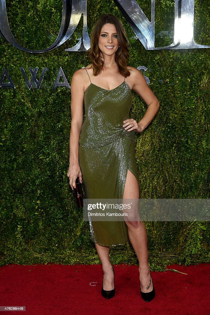 Actress <a gi-track='captionPersonalityLinkClicked' href=/galleries/search?phrase=Ashley+Greene&family=editorial&specificpeople=781552 ng-click='$event.stopPropagation()'>Ashley Greene</a> attends the 2015 Tony Awards at Radio City Music Hall on June 7, 2015 in New York City.