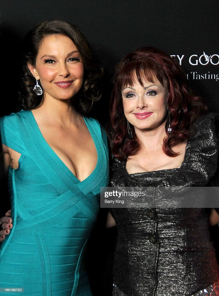 Actress <a gi-track='captionPersonalityLinkClicked' href=/galleries/search?phrase=Ashley+Judd&family=editorial&specificpeople=171188 ng-click='$event.stopPropagation()'>Ashley Judd</a> (L) and singer <a gi-track='captionPersonalityLinkClicked' href=/galleries/search?phrase=Naomi+Judd&family=editorial&specificpeople=206795 ng-click='$event.stopPropagation()'>Naomi Judd</a> arrive at the Los Angeles premiere of 'Olympus Has Fallen' held at ArcLight Cinemas Cinerama Dome on March 18, 2013 in Hollywood, California.