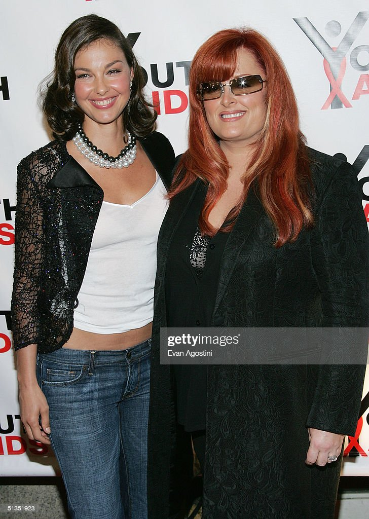 Actress Ashley Judd and sister singer Wynonna Judd attend the YouthAIDS benefit gala on September 23, 2004 at Capitale, in New York City.