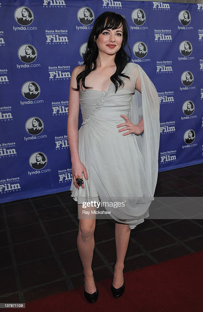 Actress Ashley Rickards arrives on the red carpet before the Modern Master Award Tribute to Christopher Plummer at the Arlington Theatre on January...