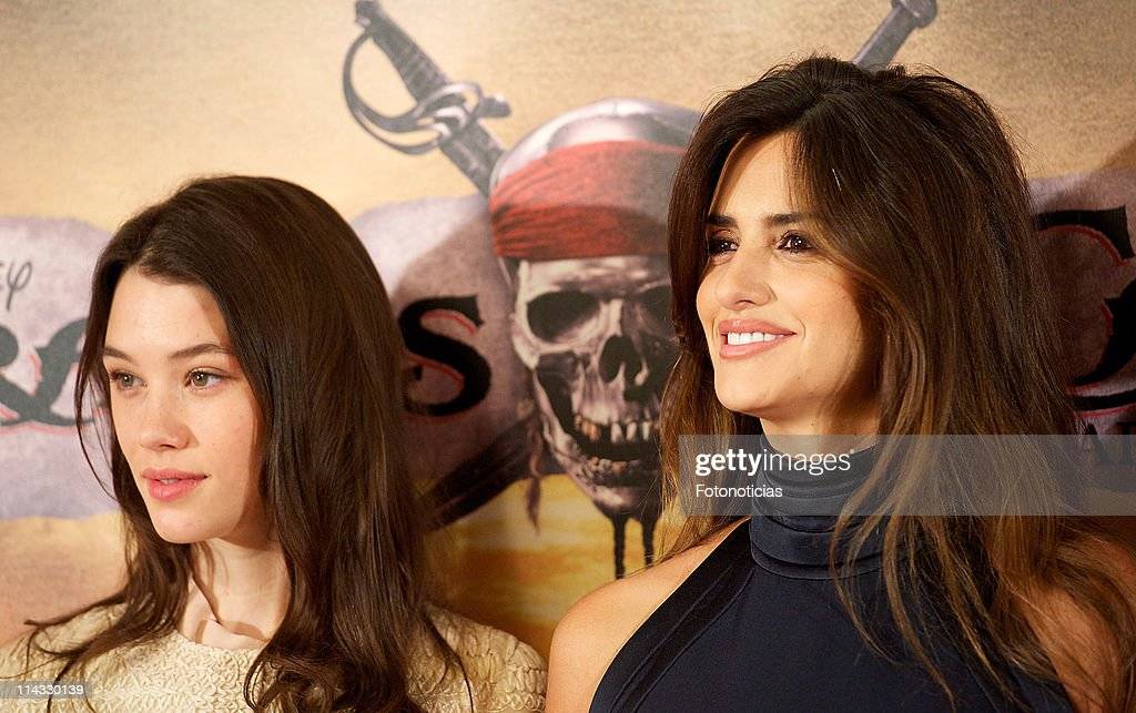 Actress Astrid-Berges Frisbey and actress Penelope Cruz attend 'Pirates Of The Caribbean: On Stranger Tides' photocall at the Villamagna Hotel on May 18, 2011 in Madrid, Spain.