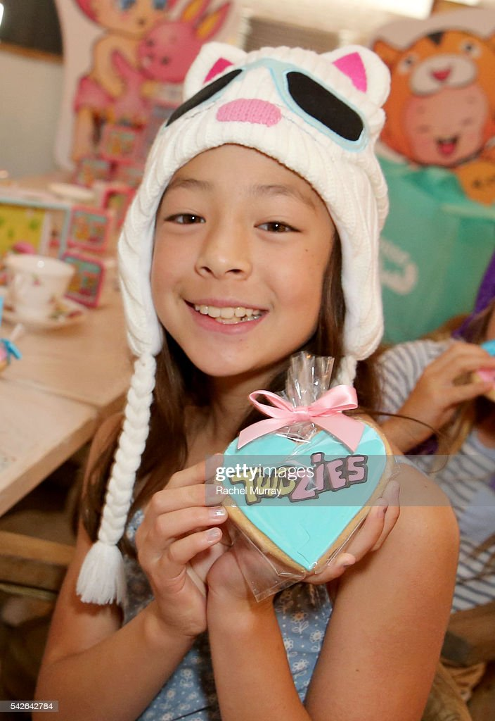 Actress Aubrey AndersonEmmons and friends Raegan Revord and Hope Howell preview Twozies a new toy line from the makers of Shopkins at AU FUDGE on...