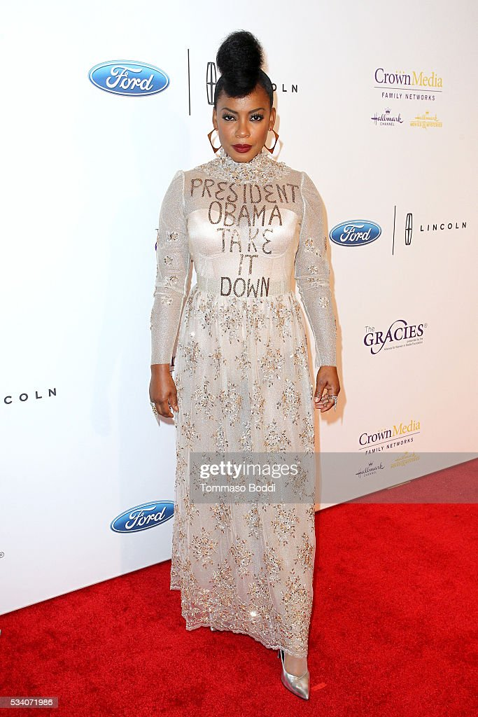 Actress <a gi-track='captionPersonalityLinkClicked' href=/galleries/search?phrase=Aunjanue+Ellis&family=editorial&specificpeople=1196287 ng-click='$event.stopPropagation()'>Aunjanue Ellis</a> attends the 41st Annual Gracie Awards at Regent Beverly Wilshire Hotel on May 24, 2016 in Beverly Hills, California.