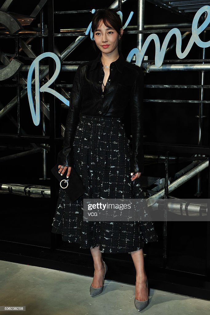 Actress Bai Baihe arrives at the red carpet of a press conference of Chanel's 'Paris in Rome 2015/16' Metiers d'Art Show on May 31, 2016 in Beijing, China.