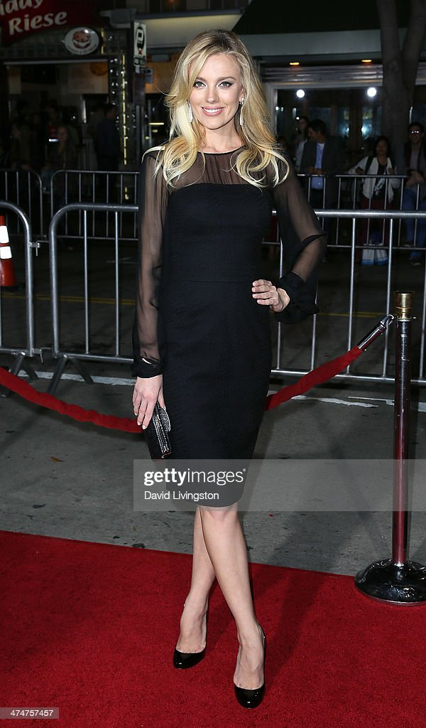 Actress Bar Paly attends the premiere of Universal Pictures and Studiocanal's 'Non-Stop' at the Regency Village Theatre on February 24, 2014 in Westwood, California.