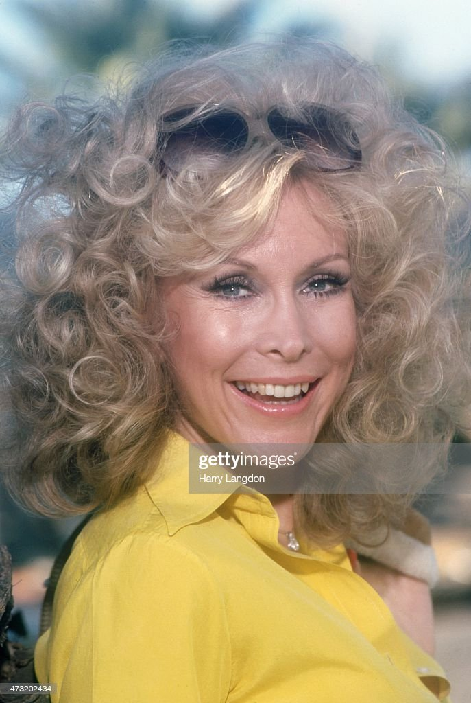 Actress <a gi-track='captionPersonalityLinkClicked' href=/galleries/search?phrase=Barbara+Eden&family=editorial&specificpeople=206974 ng-click='$event.stopPropagation()'>Barbara Eden</a> poses for a portrait in 1990 in Los Angeles, California.