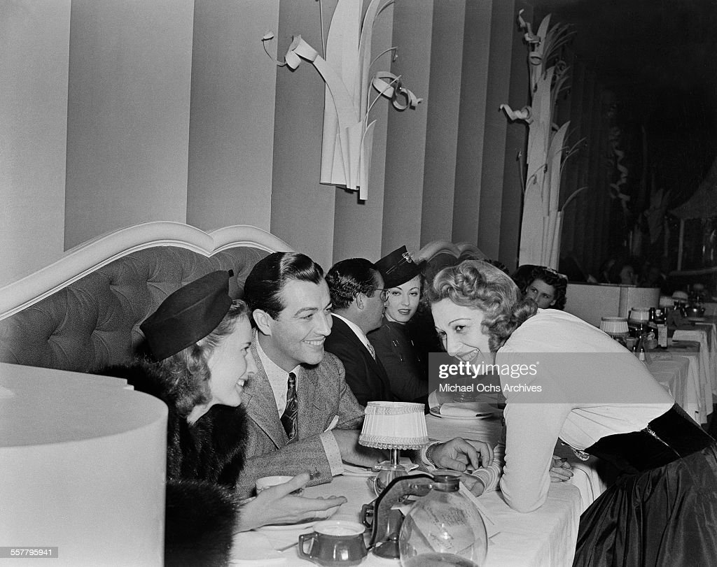 Actress <a gi-track='captionPersonalityLinkClicked' href=/galleries/search?phrase=Barbara+Stanwyck&family=editorial&specificpeople=90352 ng-click='$event.stopPropagation()'>Barbara Stanwyck</a> and her husband actor <a gi-track='captionPersonalityLinkClicked' href=/galleries/search?phrase=Robert+Taylor+-+American+Actor&family=editorial&specificpeople=5411922 ng-click='$event.stopPropagation()'>Robert Taylor</a> talk with actress Mary Livingston in Los Angeles, California.