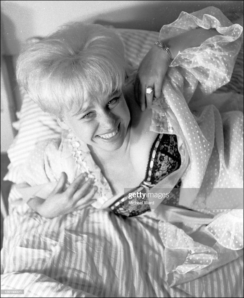 Actress <a gi-track='captionPersonalityLinkClicked' href=/galleries/search?phrase=Barbara+Windsor&family=editorial&specificpeople=210539 ng-click='$event.stopPropagation()'>Barbara Windsor</a> laughing, 1962.