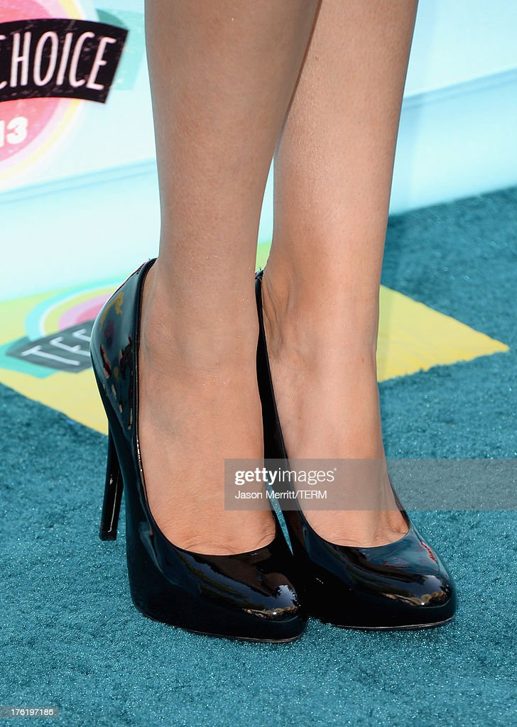 Actress Bella Thorne (fashion detail) attends the Teen Choice Awards 2013 at Gibson Amphitheatre on August 11, 2013 in Universal City, California.