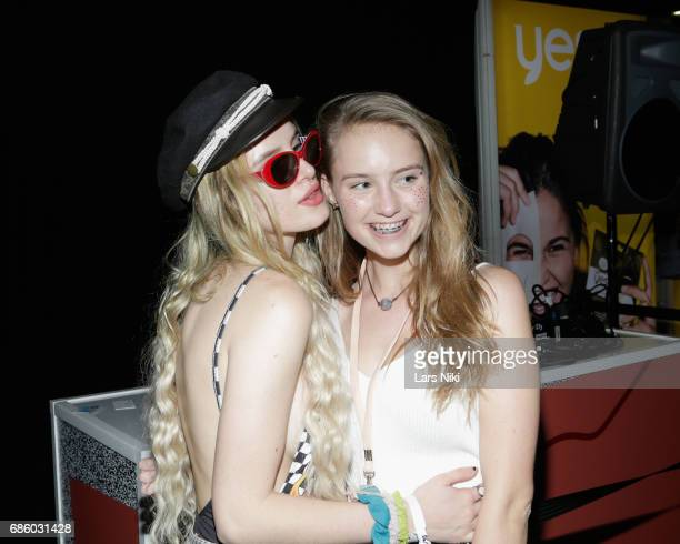 Actress Bella Thorne poses with a fan during Beautycon Festival NYC 2017 at Brooklyn Cruise Terminal on May 20 2017 in New York City