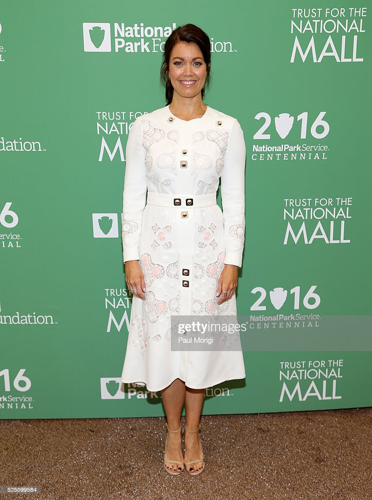Actress <a gi-track='captionPersonalityLinkClicked' href=/galleries/search?phrase=Bellamy+Young&family=editorial&specificpeople=4135230 ng-click='$event.stopPropagation()'>Bellamy Young</a> attends the Trust for the National Mall's Ninth Annual Benefit Luncheon in West Potomac Park on April 28, 2016 in Washington, DC.