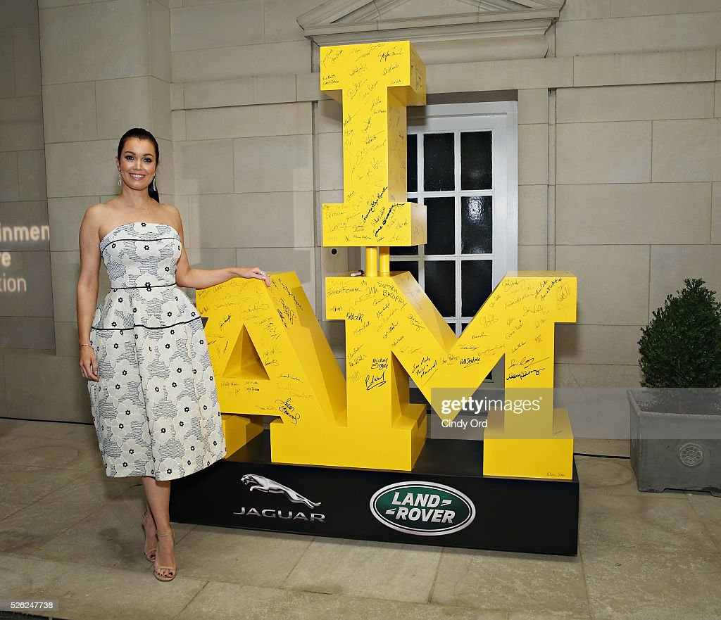 Actress Bellamy Young signs the I AM statue, in support of the 2016 Invictus Games, presented by Jaguar Land Rover, at Capitol File's White House Correspondents' Dinner Party on April 30, 2016 in Washington, DC.