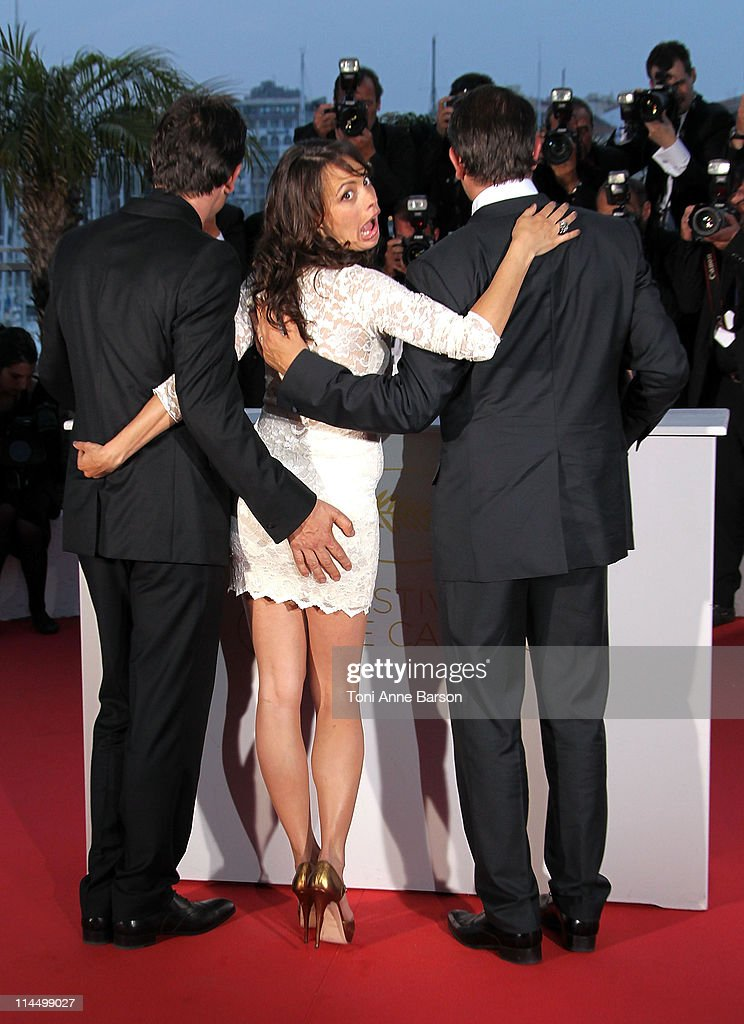 Actress Berenice Bejo and Jean Dujardin after he receives the Award for Best Actor for the film 'The Artist' during the Palme D'Or Winners Photocall at the 64th Annual Cannes Film Festival at the Palais des Festivals on May 22, 2011 in Cannes, France.
