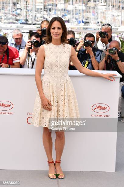 Actress Berenice Bejo attends the 'Redoubtable ' photocall during the 70th annual Cannes Film Festival at Palais des Festivals on May 21 2017 in...