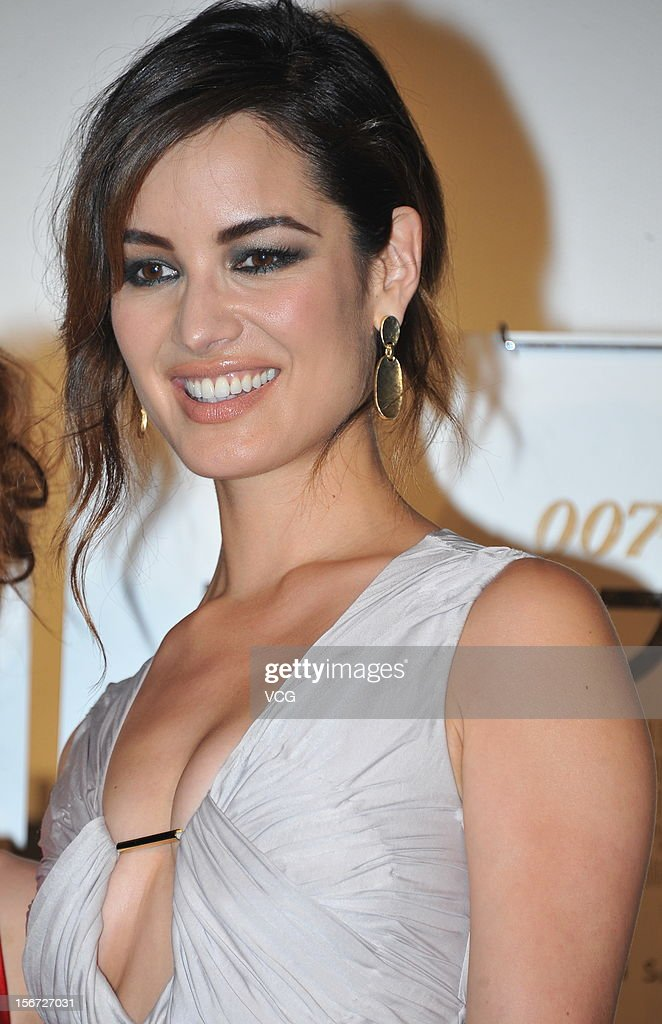 Actress <a gi-track='captionPersonalityLinkClicked' href=/galleries/search?phrase=Berenice+Marlohe&family=editorial&specificpeople=6966628 ng-click='$event.stopPropagation()'>Berenice Marlohe</a> attends the 'Skyfall' Japan Premiere at Toho Cinemas Nichigeki on November 19, 2012 in Tokyo, Japan. The film will open on December 1.