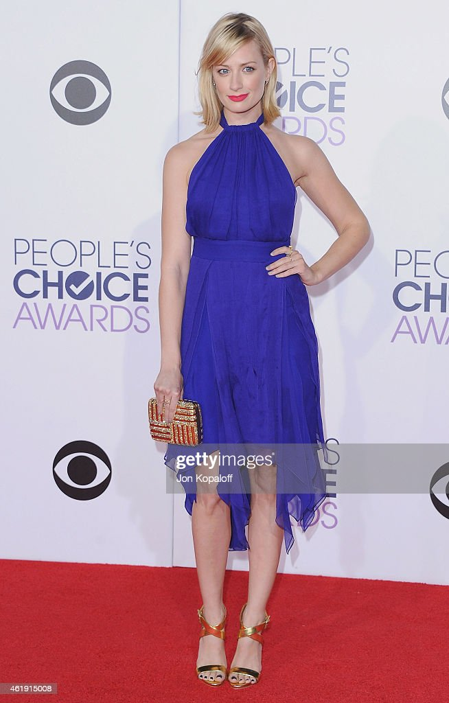 Actress <a gi-track='captionPersonalityLinkClicked' href=/galleries/search?phrase=Beth+Behrs&family=editorial&specificpeople=6556378 ng-click='$event.stopPropagation()'>Beth Behrs</a> arrives at The 41st Annual People's Choice Awards at Nokia Theatre L.A. Live on January 7, 2015 in Los Angeles, California.