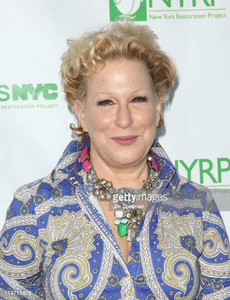Actress Bette Midler attends Bette Midler's New York Restoration Project's 10th annual spring picnic at Gracie Mansion on May 25 2011 in New York City