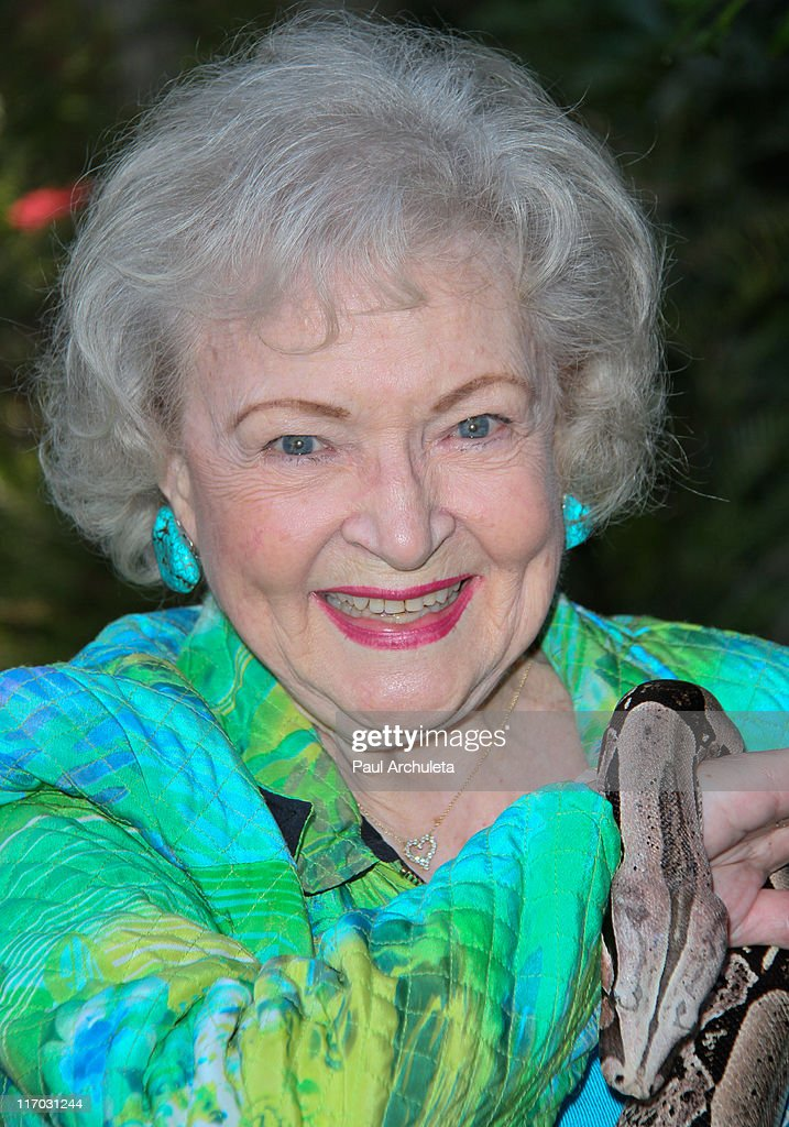 Actress <b>Betty White</b> attends the Los Angeles Zoo Association's 41st annua. - actress-betty-white-attends-the-los-angeles-zoo-associations-41st-picture-id117031244