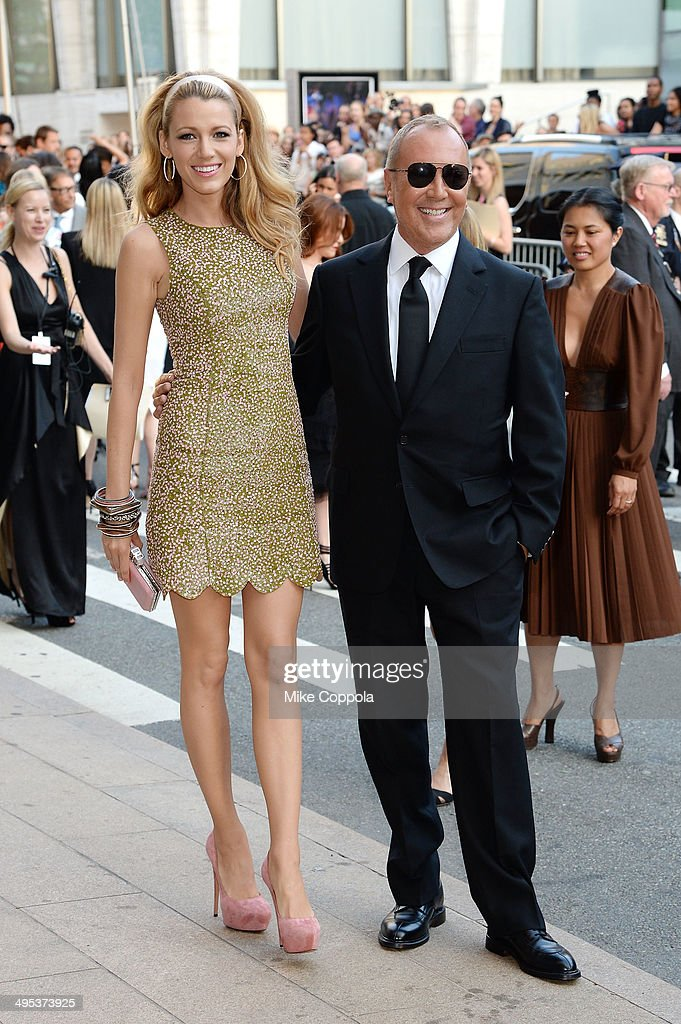 Actress <a gi-track='captionPersonalityLinkClicked' href=/galleries/search?phrase=Blake+Lively&family=editorial&specificpeople=221673 ng-click='$event.stopPropagation()'>Blake Lively</a> (L) and designer <a gi-track='captionPersonalityLinkClicked' href=/galleries/search?phrase=Michael+Kors+-+Fashion+Designer&family=editorial&specificpeople=4289231 ng-click='$event.stopPropagation()'>Michael Kors</a> attend the 2014 CFDA fashion awards at Alice Tully Hall, Lincoln Center on June 2, 2014 in New York City.