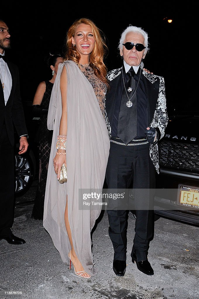 Actress <a gi-track='captionPersonalityLinkClicked' href=/galleries/search?phrase=Blake+Lively&family=editorial&specificpeople=221673 ng-click='$event.stopPropagation()'>Blake Lively</a> (L) and Karl Lagerfeld enter the Crown Restaurant on May 2, 2011 in New York City.