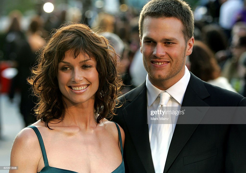 Actress Bridget Moynahan and quarterback <a gi-track='captionPersonalityLinkClicked' href=/galleries/search?phrase=Tom+Brady+-+Amerikansk+fotbollsspelare+-+Quarterback&family=editorial&specificpeople=201737 ng-click='$event.stopPropagation()'>Tom Brady</a> and arrives at the Vanity Fair Oscar Party at Mortons on February 27, 2005 in West Hollywood, California.