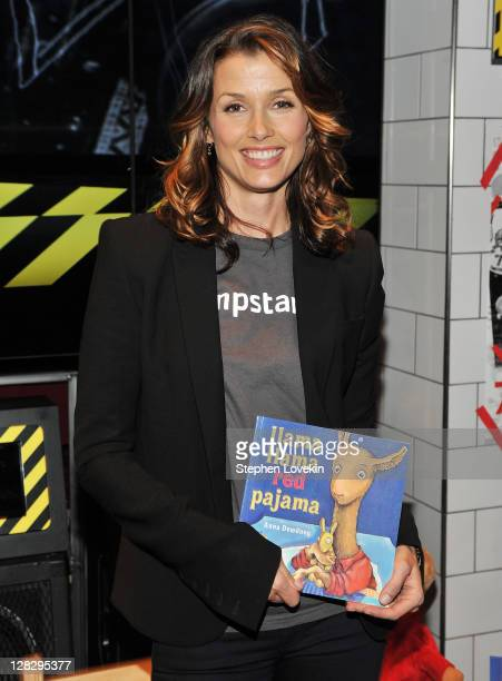 Actress Bridget Moynahan star of 'Blue Bloods' visits 77 Kids American Eagle Store as part of Jumpstart's Read For The Record on October 6 2011 in...