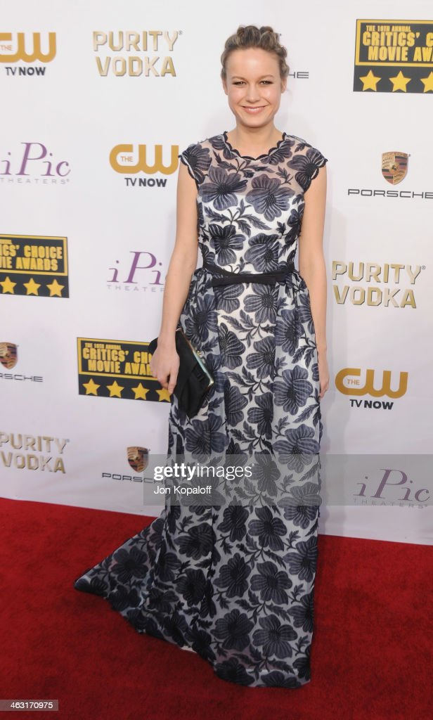 Actress <a gi-track='captionPersonalityLinkClicked' href=/galleries/search?phrase=Brie+Larson&family=editorial&specificpeople=171226 ng-click='$event.stopPropagation()'>Brie Larson</a> arrives at the 19th Annual Critics' Choice Movie Awards at Barker Hangar on January 16, 2014 in Santa Monica, California.