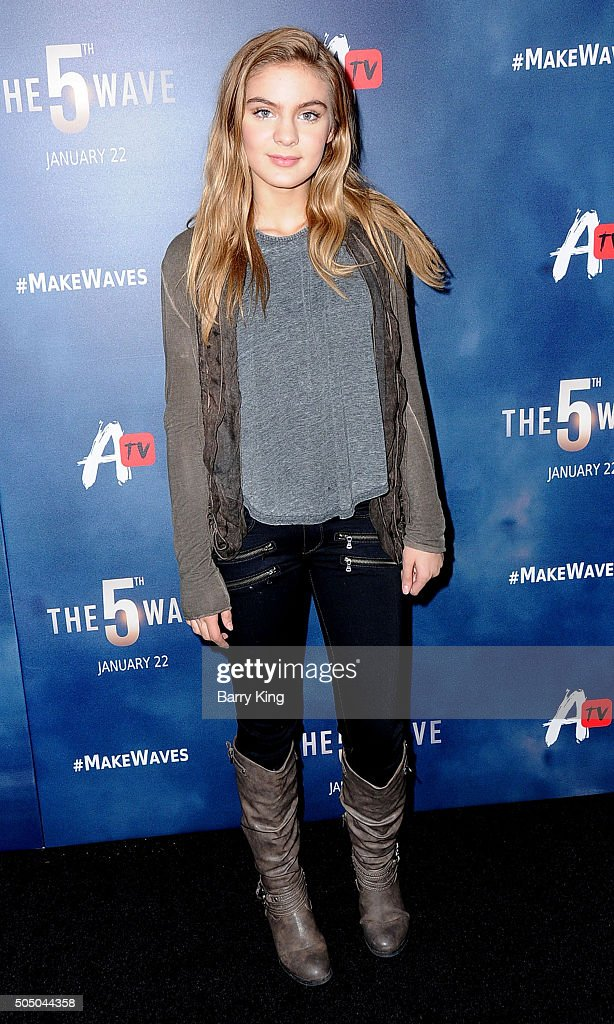 Actress <a gi-track='captionPersonalityLinkClicked' href=/galleries/search?phrase=Brighton+Sharbino&family=editorial&specificpeople=10155268 ng-click='$event.stopPropagation()'>Brighton Sharbino</a> attends the Awesomeness TV Special Fan Screening of 'The 5th Wave' at Pacific Theatre at The Grove on January 14, 2016 in Los Angeles, California.