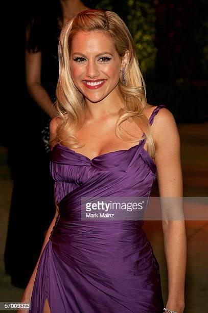 Actress Brittany Murphy arrives at the Vanity Fair Oscar Party at Mortons on March 5 2006 in West Hollywood California
