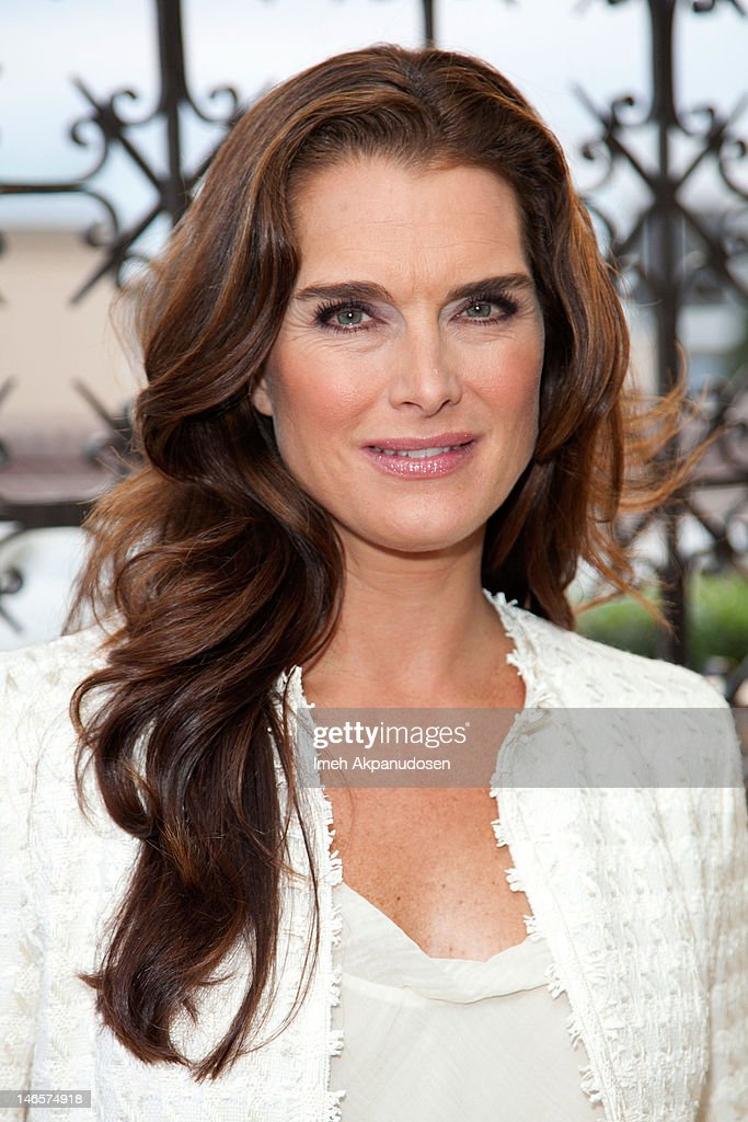 Actress <a gi-track='captionPersonalityLinkClicked' href=/galleries/search?phrase=Brooke+Shields&family=editorial&specificpeople=202197 ng-click='$event.stopPropagation()'>Brooke Shields</a> attends the cast of 'Hot Flashes' and The American Cancer Society celebrate 'Blow Out Cancer' event at Montage Beverly Hills on June 19, 2012 in Beverly Hills, California.